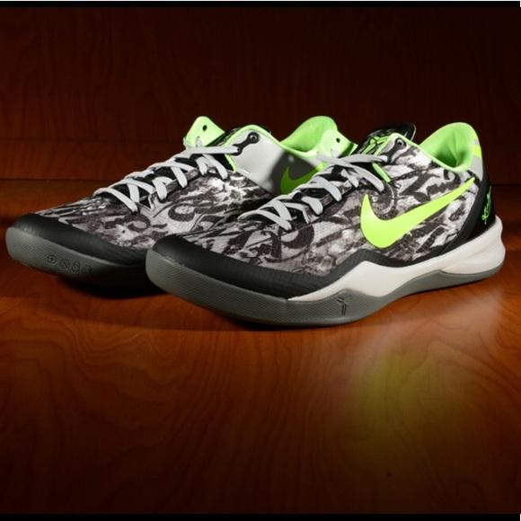 en soldes 88e5e 2e788 Nike Zoom Kobe VIII Graffiti Basketball Sneakers